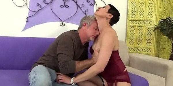 horny mature slut kali karinena seduces a guy with a big dick