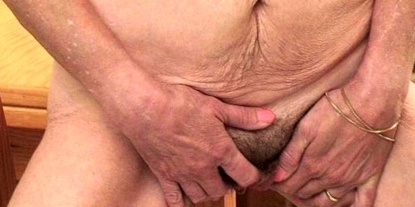 saggy granny with hairy pussy finger boinks
