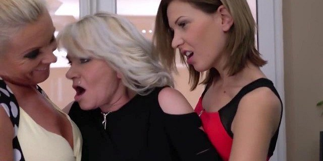 granny mom daughter amazing lesbian threesome