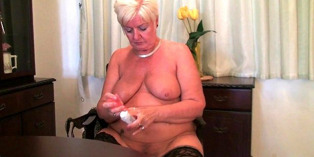 british milf amy fulfills her honey pot
