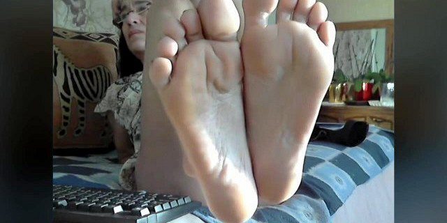 granny perfect feet in face no sound