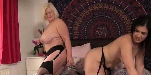 granny i encountered on bbwdin com loves to fuck pussy with dildo
