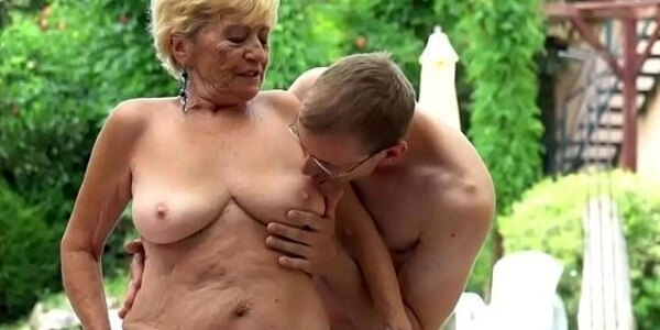 fat grandma pussyfucked in closeup action
