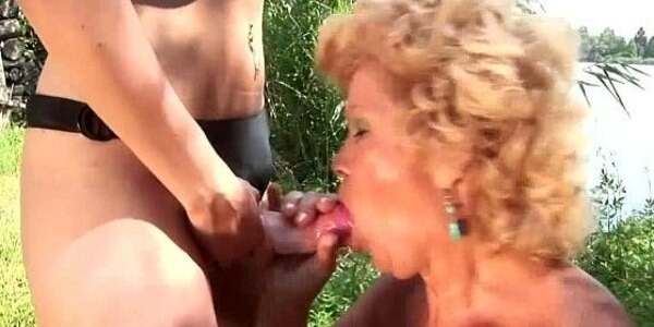 granny effie loves younger pussy
